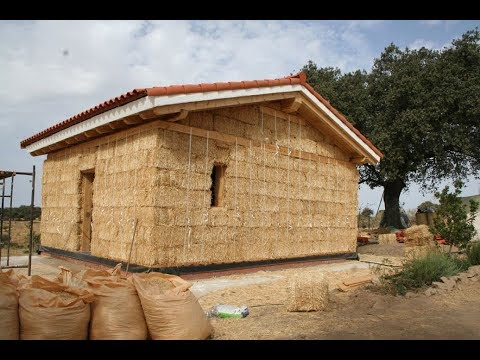 """Construcción de una casa de paja """"Nebraska"""""""