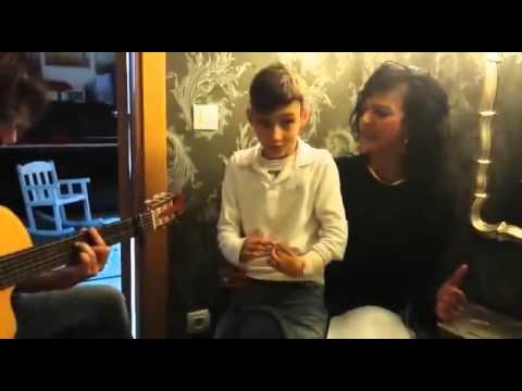 Adrian Martin Vega   Niño con problemas neurologicos cantando con su hermana    Que bonito de Rosari