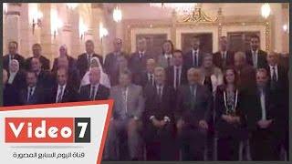 صورة تذكارية لجابر نصار ووزيرى التعليم العالى والثقافة مع عمداء الجامعة