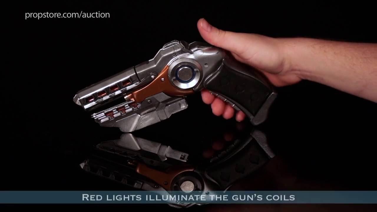 ENDER'S GAME – Lot 405 – Hero Light Up Flash Gun 03