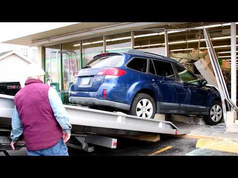 Subaru Outback Crashes Into Pet Supplies Plus Bristol CT 11/28/2018