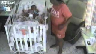 امريكية تحاول قتل طفلها بالمستشفي فيديو خطير