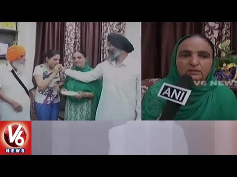 Harmanpreet Kaur's Family Celebrates After Winning | Indian Women's World Cup | V6 News