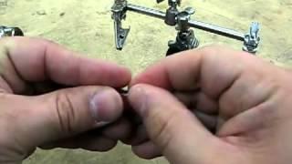 Делаем простой светодиодный фонарик(Подробно показан процесс изготовления мини-фонарика из 1 светодиода и батарейки, а также результат в конце...., 2012-08-23T06:07:01.000Z)