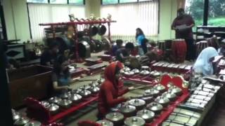 Ladrang Ayun Ayun gamelan.mp3