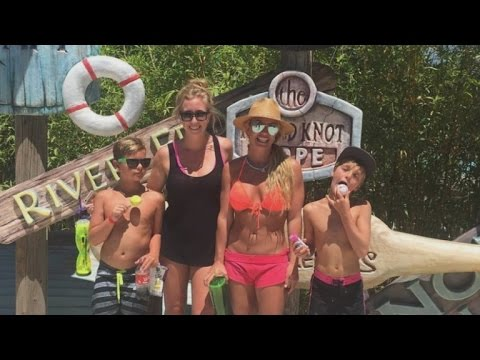 Shailene Woodley Has A Legit 6-Pack In New Vacation Pics With ...