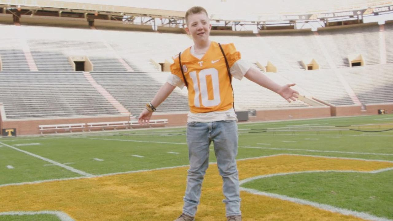 bullied-keaton-jones-spends-the-day-with-university-of-tennessee-football-team