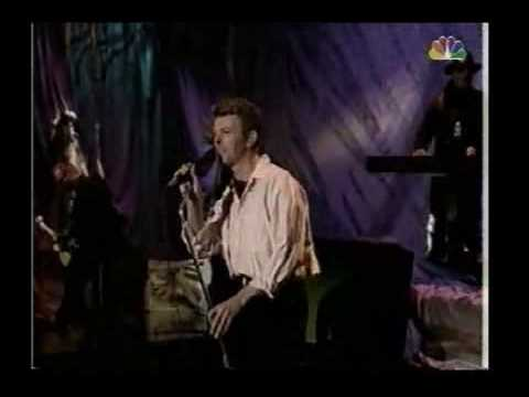 David Bowie hearts filthy lesson, strangers when we meet live, 1995 mp3