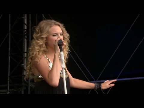 Taylor Swift - Love Story [Live in V Festival in London, England] *****