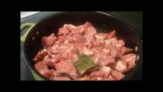 Trozitos De Carne De Puerco En Mole O Chile Guajillo Y Sopa De Semilla
