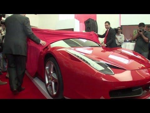 Autos de lujo en el Salón de Nueva Delhi