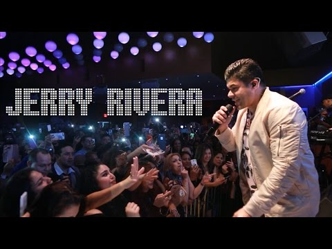 Jerry Rivera on Stage at Salsa Con Fuego