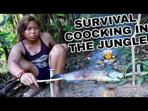اساليب البقاء #2 | إمرأة محترفة تمسك سمكة عملاقة وتطبخها | SURVIVAL SKILLS #2