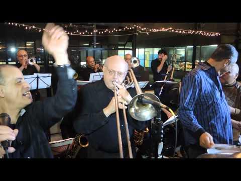 Mambo Legends Orchestra con Frankie Figueroa - Babarabatiri
