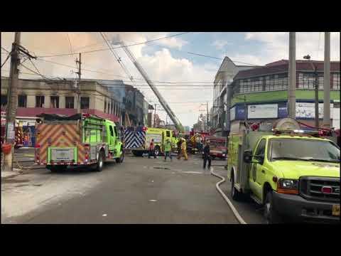 220 personas atendieron incendio en el Centro de Medellín