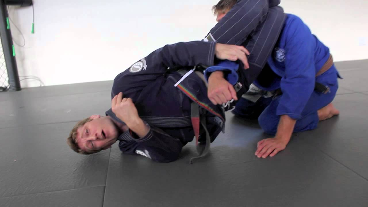 Super-effective BJJ triangle-armbar submission, good for vs big guys