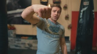 Как сжимать кулак при ударе чтобы не травмировать кисть