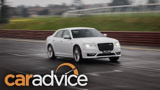 2016 Chrysler 300 SRT — 0-200km/h with launch control and exhaust note