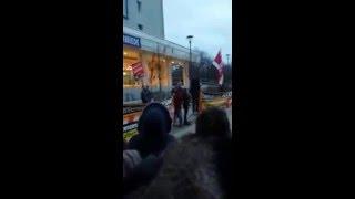 Одну девочку трахает толпа видео фото 96-844