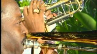 BYRON LEE AND THE DRAGONAIRES - HAND INNA DE AIR -