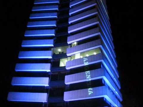 Iluminacion en led fachada edificio ugi youtube - Iluminacion exterior led ...