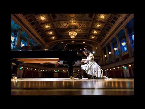 SoRyang plays Tchaikovsky Pianoconcert No.1  Mov.2