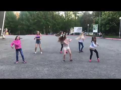 Крутой танец под песню танцы под фонарем!