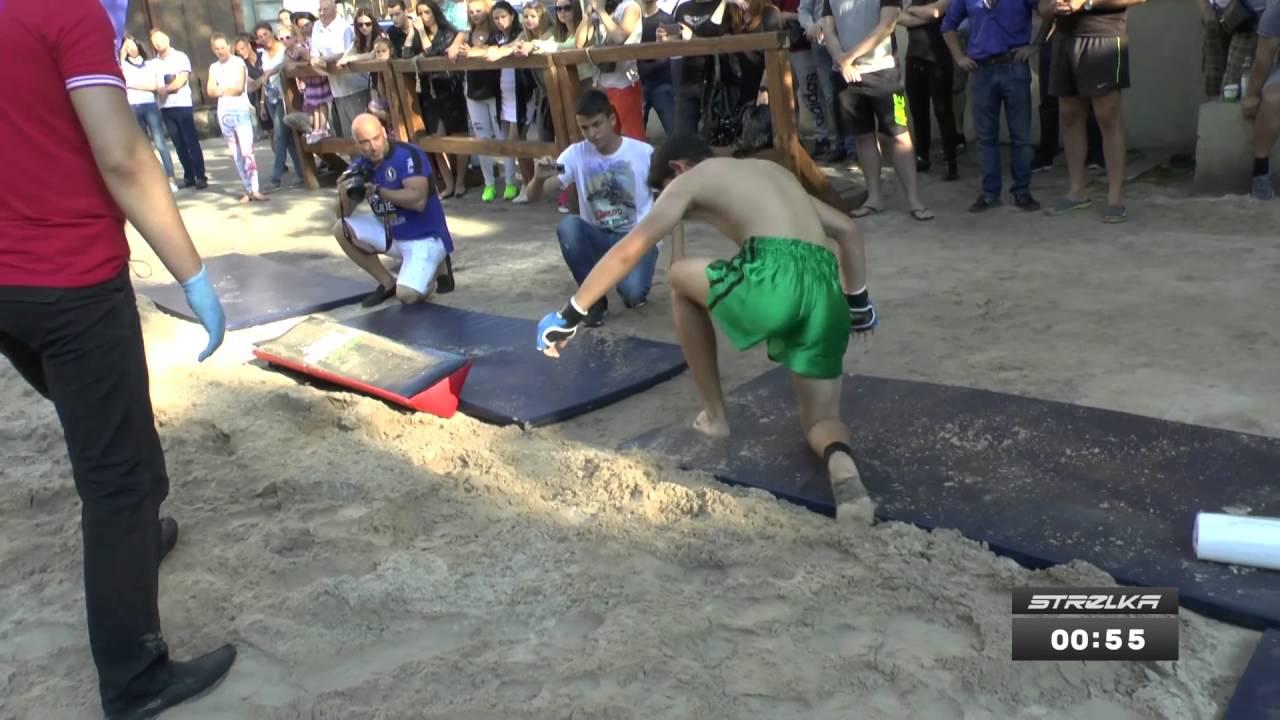 Истеричка против Тайского бойца