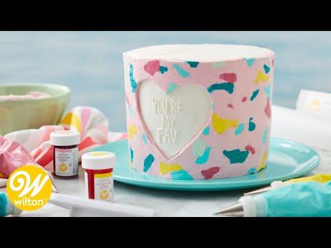 Pastel hecho con transferencia de glaseado de mantequilla