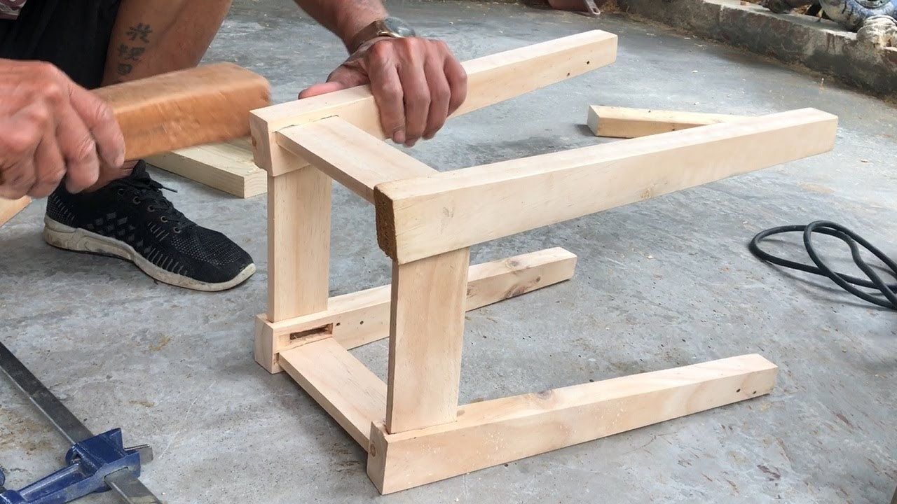 Amazing Woodworking Projects From Old Pallets // How To Build a Simple Pallet  Chair - DIY