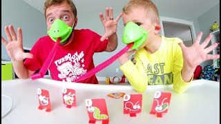Father Son PLAY TIC TAC TONGUE! / Lick Those Bugs! thumbnail