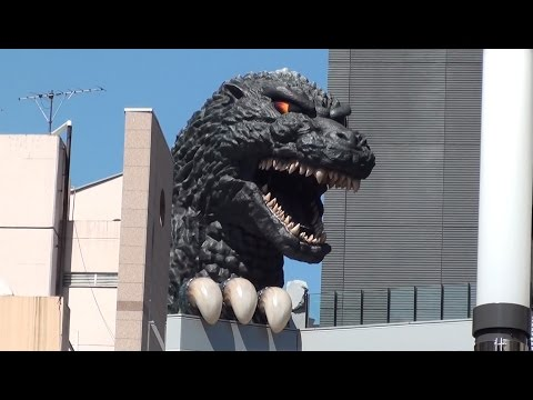 Godzilla Real Size Alive in Tokyo Japan 新宿のホテルでゴジラ TOHO Cinema