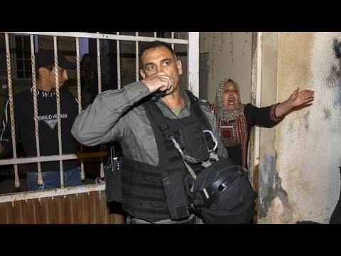 شاهد: مواجهات في القدس الشرقية احتجاجا على إخلاء منازل فلسطينيين لإسكان مستوطنين يهود…