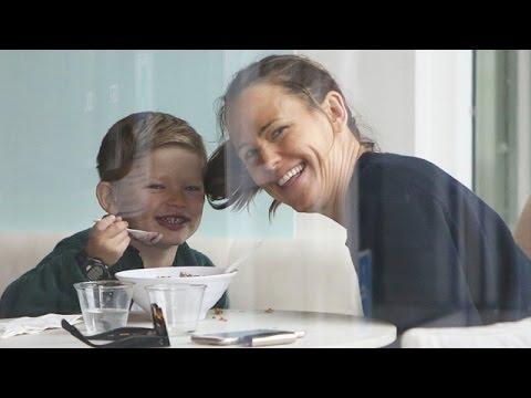Ecstatic Jennifer Garner Flashes HUGE Smile After Divorce Filing