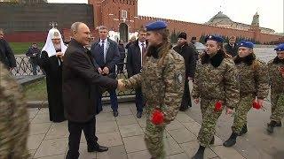 Путин и представители конфессий возложили цветы к памятнику Минину и Пожарскому