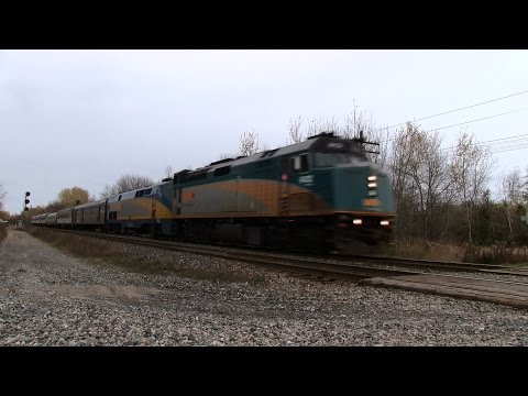 HAULING! VIA 6432 at Newtonville (01NOV014)