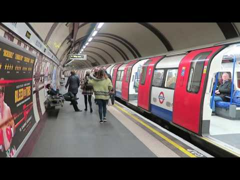 London Underground Northern Line 1995 Stock Trains At Belsize Park 29 November 2016
