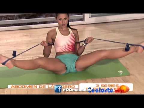 Monumental Cameltoe de Amanda Rosa usando unos mini shorts y abriendo las piernas thumbnail