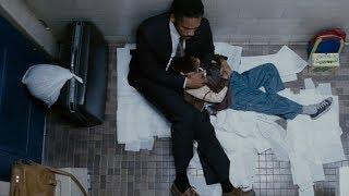 Отец на всю ночь заперся с сыном в кабинке туалета. У него не было выбора...