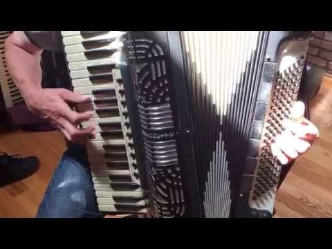 Polytonette Italo American super rich sounding accordion