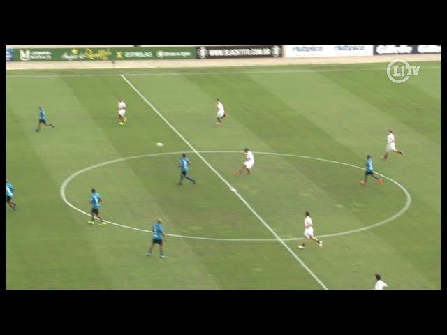 Genial! Ronaldinho faz golaço do meio de campo em amistoso no Pacaembu