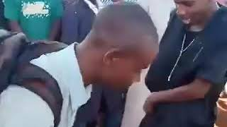 Erick Omondi agawa jezi za Manchester Utd bure