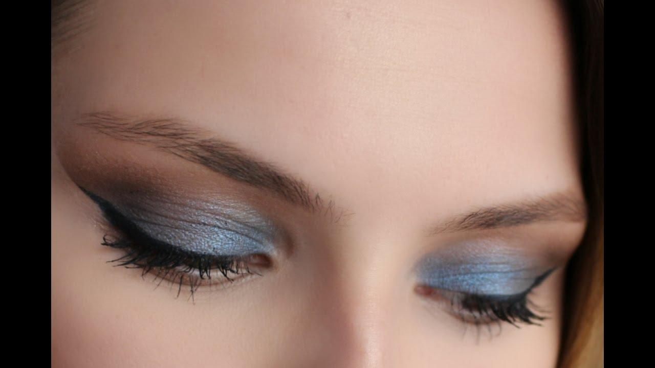 Mor ve Siyah Tonlarda Dumanlı Göz Makyajı Nasıl Yapılır