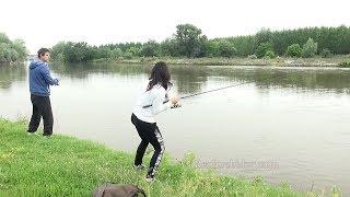 Bank Fishing for Catfish & Live Strike of Big One/ Wels Angeln vom Ufer - Livebisse/ Риболов на сом