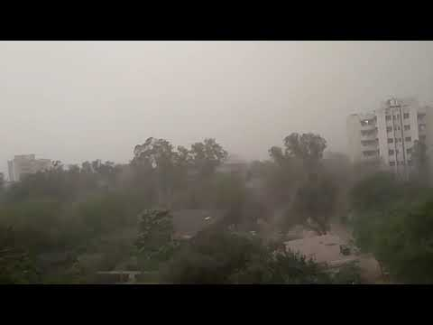 Very strong wind in Delhi captured through mobile camera ....
