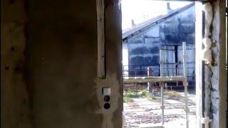 Budynek gospodarczy. Instalacja elektryczna w bruzdach bez górnych puszek.