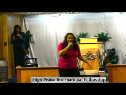 "Darrina Carter Sings ""I Praise You"" @ Friday Night Live"