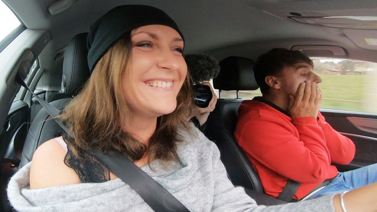 Učím Stáňu jezdit s mým autem!