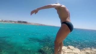 Кипр, Айя Напа, пляж Нисси, прыгаю со скалы. Cliff jump, Nissi beach, Agia Napa.
