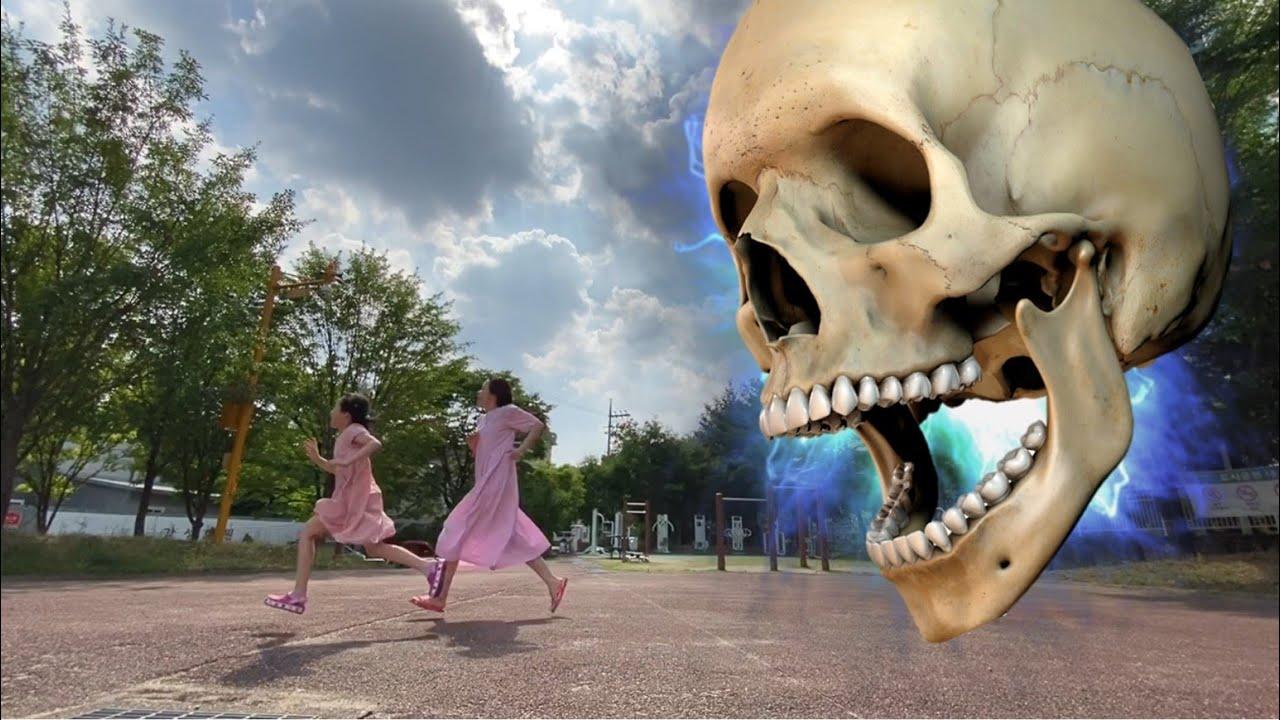 하늘에서 해골이 떨어진다? 도망가 해골이다! 해골유령 냉동해골 해골얼리기 얼음해골 얼음유령 할로윈 Frozen skeleton ghost is fall from sky
